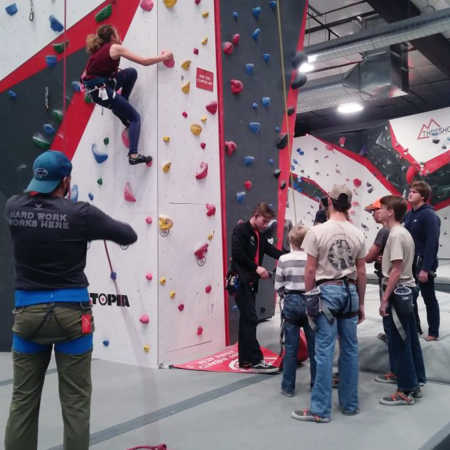 crowd-climbing-auto-belay